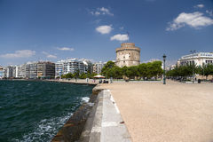 The White Tower of Thessaloniki on the quay Royalty Free Stock Photography