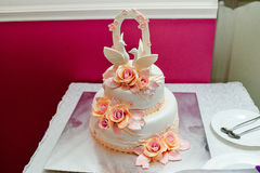 White two-tier wedding cake with roses royalty free stock photo