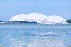 White umbrella on summer tropical beach Stock Photography