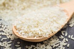 White uncooked rice in a spoon Royalty Free Stock Photos