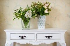 White vase full of white flowers Stock Photography