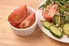 white walcowane pokroić pomidory odrośnięte fasole świeże sałatkę Zdjęcie Stock