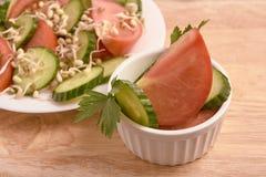 white walcowane Pomidor i ogórek odrośnięte fasole świeże sałatkę Fotografia Royalty Free