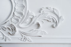 Free White Wall Molding With Geometric Shape And Vanishing Point. Luxury White Wall Design Bas-relief With Stucco Mouldings Stock Photos - 90062693