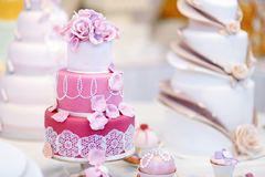 White wedding cake decorated with sugar flowers. White wedding cake decorated with pink sugar flowers Royalty Free Stock Photos