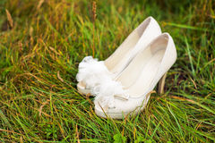 White wedding shoes on green grass Royalty Free Stock Photography