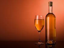 White wine on a brown background Royalty Free Stock Photos
