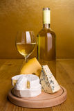 White wine with cheese snack Royalty Free Stock Photography
