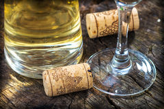 White wine and corks Royalty Free Stock Images