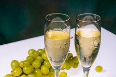 White wine glasses and fresh grape Stock Photography