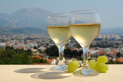 White wine and grapes Royalty Free Stock Photography