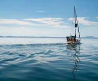 White yacht sailing on calm sea Royalty Free Stock Photos