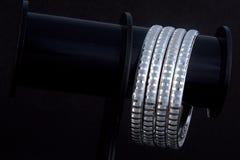 WhiteAngle silverarmringar Fotografering för Bildbyråer
