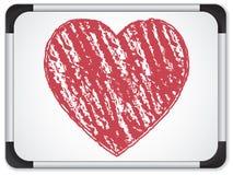 Whiteboard avec le coeur écrit avec la craie Photographie stock libre de droits