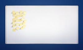 Whiteboard con gli autoadesivi Fotografie Stock Libere da Diritti