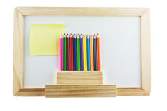Whiteboard em branco com pensils da cor Imagem de Stock Royalty Free