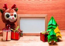 Whiteboard en blanco para su texto en fondo de madera Imágenes de archivo libres de regalías
