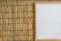 Whiteboard en el fondo ciego de bambú Fotografía de archivo