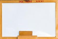 whiteboard Gumka Whiteboard i puste miejsce wspinaliśmy się na drewno ramie Obrazy Stock