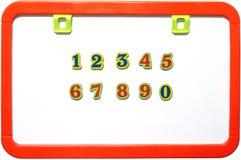 Whiteboard magnético con los números, aislados fotografía de archivo libre de regalías