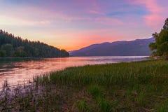 Whitefish sjö på solnedgången montana USA arkivfoto
