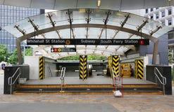 Whitehall-Straat en de metroingang van de Zuidenveerboot in Manhattan Stock Afbeeldingen