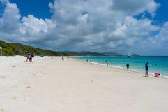 Whitehaven plaża z ludźmi Queensland, Australia Zdjęcie Royalty Free