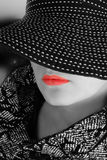 whitekvinna för svart hatt Arkivfoton