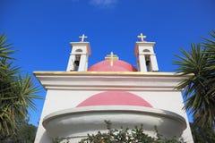 Whiteväggarna och den rosa kupolortodoxen kyrktar Fotografering för Bildbyråer