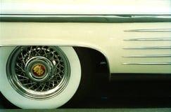 Whitewall gummihjul av Cadillac 1958 Direktstöt De Ville Royaltyfri Foto