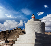 Whitewashed chorten i Leh, Ladakh, Indien Fotografering för Bildbyråer