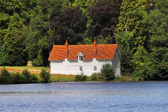 Whitewashed Lakeside House Royalty Free Stock Photos