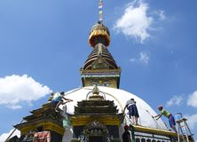 Whitewashing um Stupa Fotografia de Stock Royalty Free