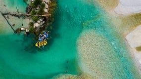 Whitewater-Flößen auf dem Smaragdwasser von Soca-Fluss, Slowenien Stockfotos