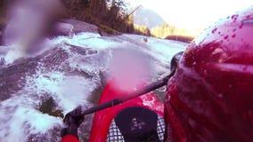 Whitewater kayaking rolka i trzepnięcie zbiory