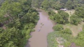 Whitewater sul fiume, Tailandia 2017: Il divertimento del rafting video d archivio