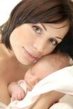 Whith feliz de la madre un bebé Foto de archivo