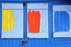 WHITSTABLE,英国- 2017年10月15日:在一个五颜六色的木小屋的入口的特写镜头 免版税库存照片