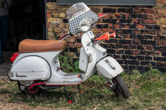 WHITSTABLE, KENT/UK - SEPTEMBER 1 : Old Italian scooter parked i Stock Photos