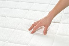 Wählen der Matratze und des Betts Stockbild