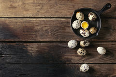 Whole and broken quail eggs Stock Photography
