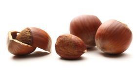 Whole and cracked hazelnuts Royalty Free Stock Photography