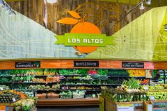Whole Foods grönsakskärm royaltyfria foton