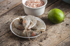 Whole fresh raw shrimps seafood in bowl. Ready to cook Royalty Free Stock Photos