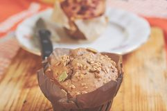 Whole-grain kaneel en appelmuffins met zaden royalty-vrije stock afbeeldingen