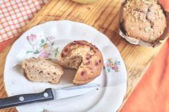 Whole-grain kaneel en appelmuffins met zaden stock foto's