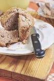 Whole-grain kaneel en appelmuffins met zaden stock fotografie