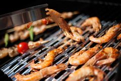 Whole Grilled Shrimps on Grill. With grilled vegetables on skewers. Outside dinner in a garden Stock Photography