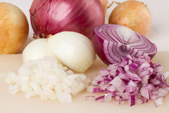 Whole, peeled and diced brown onion Stock Photography
