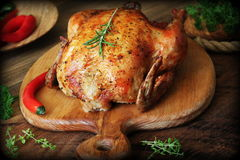 Free Whole Roasted Chicken On Cutting Board Stock Photos - 91238843